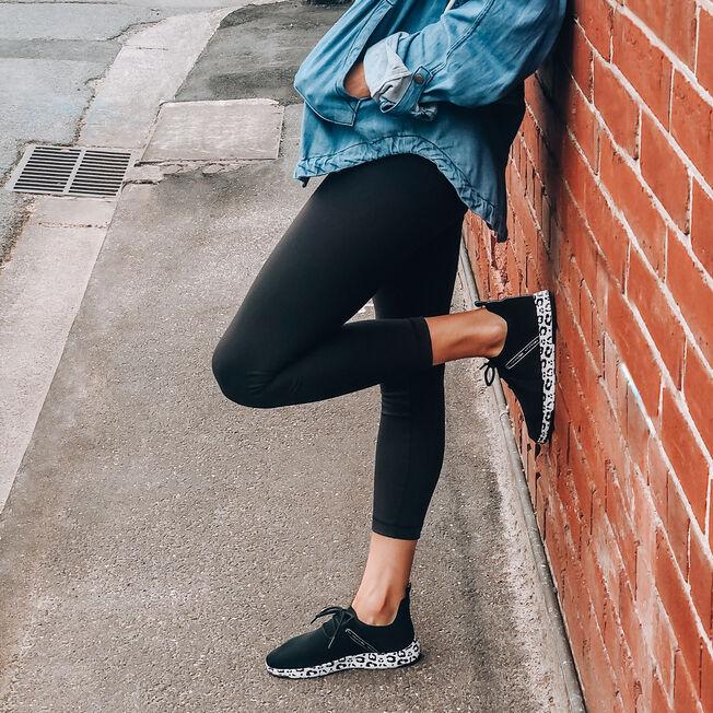 Leura, BLACK LEOPARD, hi-res